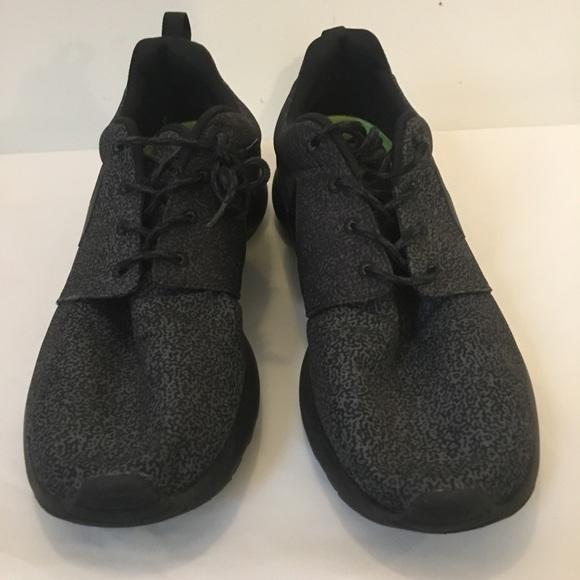 Black and Gray Nike Roshe size 11 used 95cc726c7754